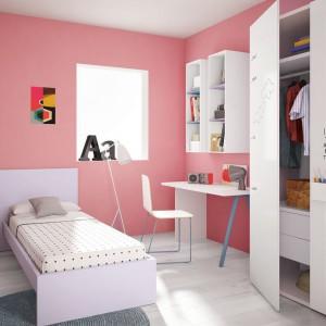 Pomalowanie ścian na różowo w zupełności wystarczy, by odmienić wygląd wnętrza. Fot. Battistella.