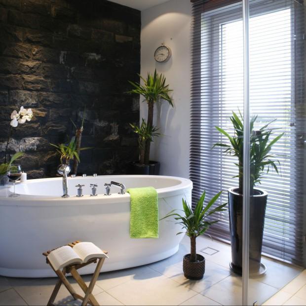 Kamień w łazience. Zobacz propozycje polskich architektów