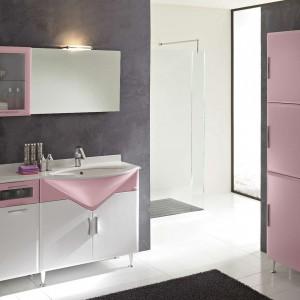 System mebli do łazienki Fantasy Evolution marki BMT dzięki mobilnym elementom daje nieograniczone wręcz możliwości aranżowania przestrzeni łazienek. Fot. BMT