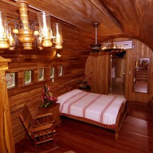 Sypialnia we wnętrzu starego boeinga. Fot. Hotel Costa Verde, Costaverde.com