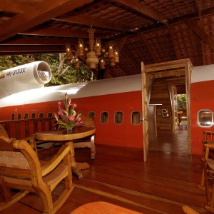 Przytulne wnętrze domu-samolotu. Fot. Hotel Costa Verde, Costaverde.com