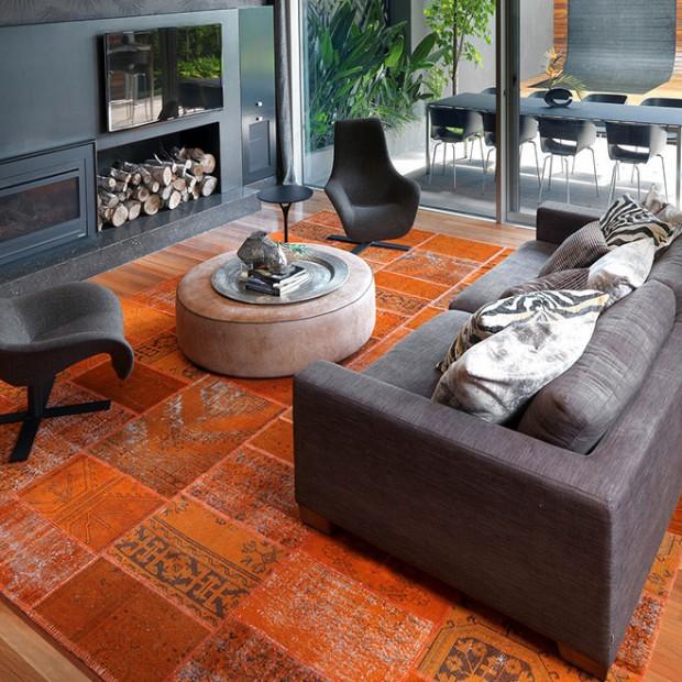 Twój salon jest nudny? Ożyw go pomarańczowym kolorem!
