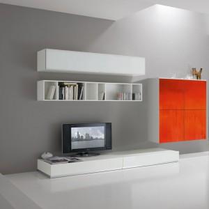 Dzięki pomarańczowym frontom szare wnętrze zyskuje cieplejszy wygląd. Fot. Spar.