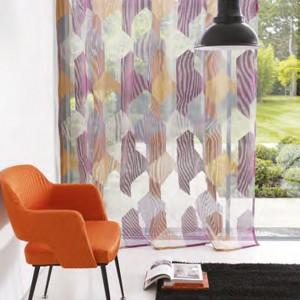 Jeśli nie masz pomysłu na pomarańcz w mieszkaniu, sięgnij po nowoczesne krzesło w kolorze mandarynek. Fot. Casadeco.