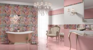 Kolor różowy przeżywa w tym sezonie swój renesans. Jeden kolorowy element albo całe ściany w kolorze różowym to sposób na modne wykończenie łazienki.