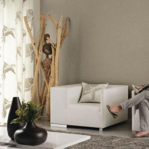 Transparentna aranżacja oparta na bieli i różnych odcieniach beżu. Kolekcja Austral marki Casadeco. Fot. Casadeco.