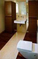 Projekt wnętrz i mebli łazienki gościnnej, dom jednorodzinny Konstancin - Jeziorna, architekt wnętrz Marta Dalecka.