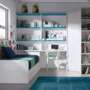 Pomysł na wystrój niewielkiego pokoju nastolatki. Fot. Muebles Lara.