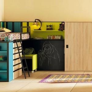 Rozwiązanie idealne dla niewielkiego pokoju chłopca. Fot. Muebles Lara.