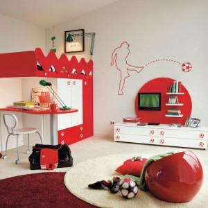 Mebel łączący w sobie funkcje łóżka, szafy i biurka pozwala zaoszczędzić znaczną przestrzeń. Fot. Colombini Casa.