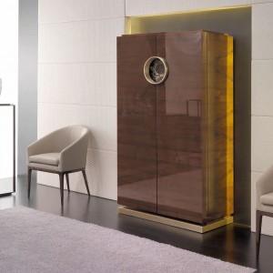 Złote detale i lakierowane fronty podkreślają luksusowy charakter aranżacji. Fot. Mobil Frenso.