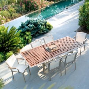 Rozkładany stół ogrodowy z kolekcji Première marki Ego Paris. Blat ceramiczny bądź z drewna teakowego. Wym. 169/233x110 cm. Fot. Ego Paris.