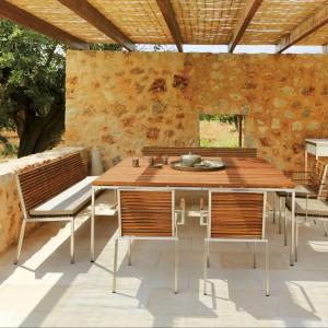 Stół ogrodowy z kolekcji Home marki Viteo z teakowym blatem. Wym. 190x180 cm. Fot. Viteo.