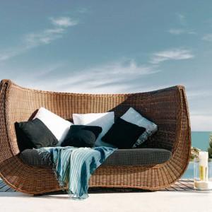 Sofa dla dwojga Madeira marki Expormim w kolorze bonano. Fot. Expormim.