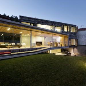 Uzyskane w recyklingu panele nadają się zarówno na zewnątrz budynku, jak i wewnątrz. Fot. Inaki Leite, Dezanove House.