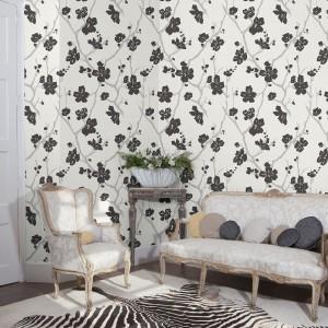 Subtelna kolorystyka i kwiatowe motywy to cechy tapety z kolekcji Dijon marki Rasch. Fot. Rasch.