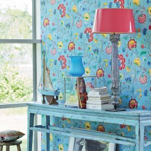 Tapety sygnowane holenderską marką PiP Studio to prawdziwy raj dla romantyków. Na zdjęciu kolekcja Floral Fantasy. Fot. PiP Studio.