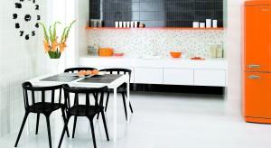 Jest ciepły, radosny i pełen energii. Wybierzcie kolor pomarańczowy do swojej kuchni. Zobaczcie jaki pięknie wygląda.