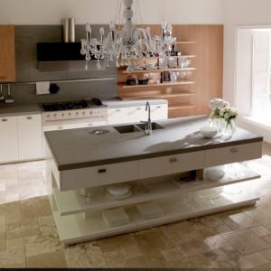 System mebli kuchennych Nantia marki Toncelii inspirowanych wysokiej klasy kuchniami tradycyjnymi typowymi dla rezydencji. Na zdjęciu w kolorze white oak. Fot. Toncelii.