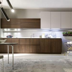 System mebli kuchennych Materika marki Pedini stwarza nieograniczone wręcz możliwości w doborze materiałów wykończeniowych. Fot. Pedini.