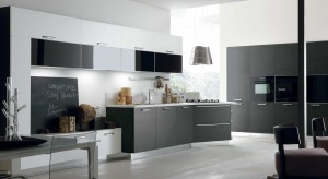 Jeśli marzysz o wytwornej, eleganckiej kuchni – postaw na czerń. Ten śmiały i fascynujący kolor sprawi, iż stanie się ona pomieszczeniem efektownym, nowoczesnym i bardzo trendy.