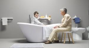 Wyglądają nie tylko stylowo, ale też pełnią funkcję praktyczną. Można na nich usiąść, poczytać książkę, odłożyć ręcznik lub inne przybory. Krzesełka przy wannie zaskakują też pięknym wyglądem.