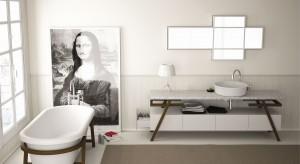 Artystyczny styl wnętrza zachwyci każdego. Obrazy i fotografie zawieszone na ścianie dodadzą klimatu i będą budzić miłe skojarzenia. Ściana łazienki to idealne tło dla małych dzieł sztuki!