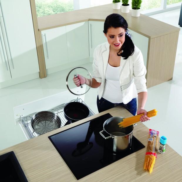 Szuflada w kuchni. 15 sprawdzonych sposobów na przechowywanie