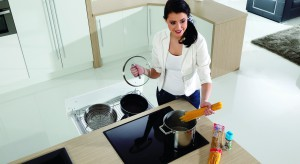 Specjalne wkłady, systemy, pojemniki. Wszystkie bez wyjątku ułatwią utrzymanie porządku w kuchennych szufladach. Zobaczcie dostępne rozwiązania.