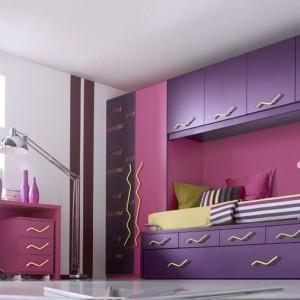 Fioletowo-różowe meble do pokoju dziewczynki. Fot. Muebles Lara.