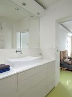 Łazienka przy sypialni, mieszkanie w Warszawie.