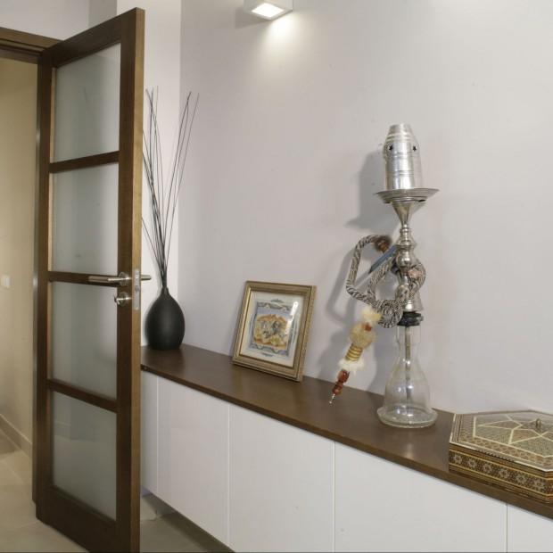 Bardzo mała toaleta dla gości – wnętrze inspirowane podróżami