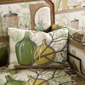 Dzięki oryginalnej, wzorzystej tapicerce nawet najprostszy mebel zyskuje wyjątkowy wygląd. Kolekcja Manuel Canovas. Fot. Colefax and Fovler.