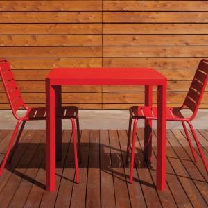 Aluminiowe krzesła z kolekcji Havana marki Talenti dostępne w 3 wersjach kolorystycznych. Fot. Talenti.
