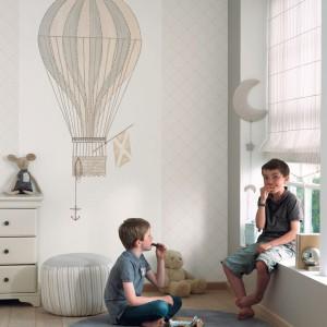 Niewielki dywan rozłożony na podłodze może wskazywać, np. obszar przeznaczony do zabawy. Fot. Casadeco.
