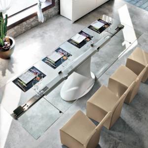 Ultranowoczesny, lekki w formie stół Shanghai. Fot. Tonin Casa.