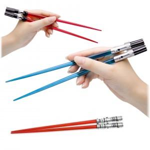 Pałeczki inspirowane mieczami świetlnymi dostępne w sklepie Firebox. Fot. Firebox.