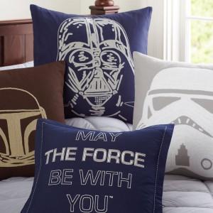 """Poduszki """"z ciemnej strony mocy"""" produkowane na licencji Lucasfilm. Fot. Lucasfilm."""
