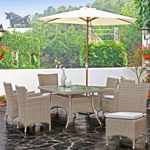 Komplet mebli ogrodowych z kolekcji Fuerte Ventura marki Miloo w pięknym, jasnym wybarwieniu. Fot. Miloo.