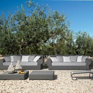 Duże sofy z kolekcji InOut marki Gervasoni w szarym kolorze. Fot. Gervasoni.