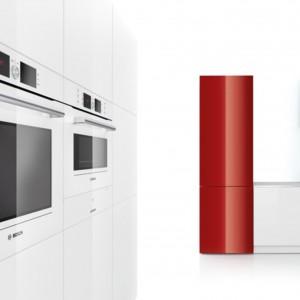 Kompaktowy piekarnik z mikrofalą HBC86P723 marki Bosch w kolorze białym pozwala na przygotowanie doskonałych potraw w bardzo krótkim czasie. Fot. Bosch.