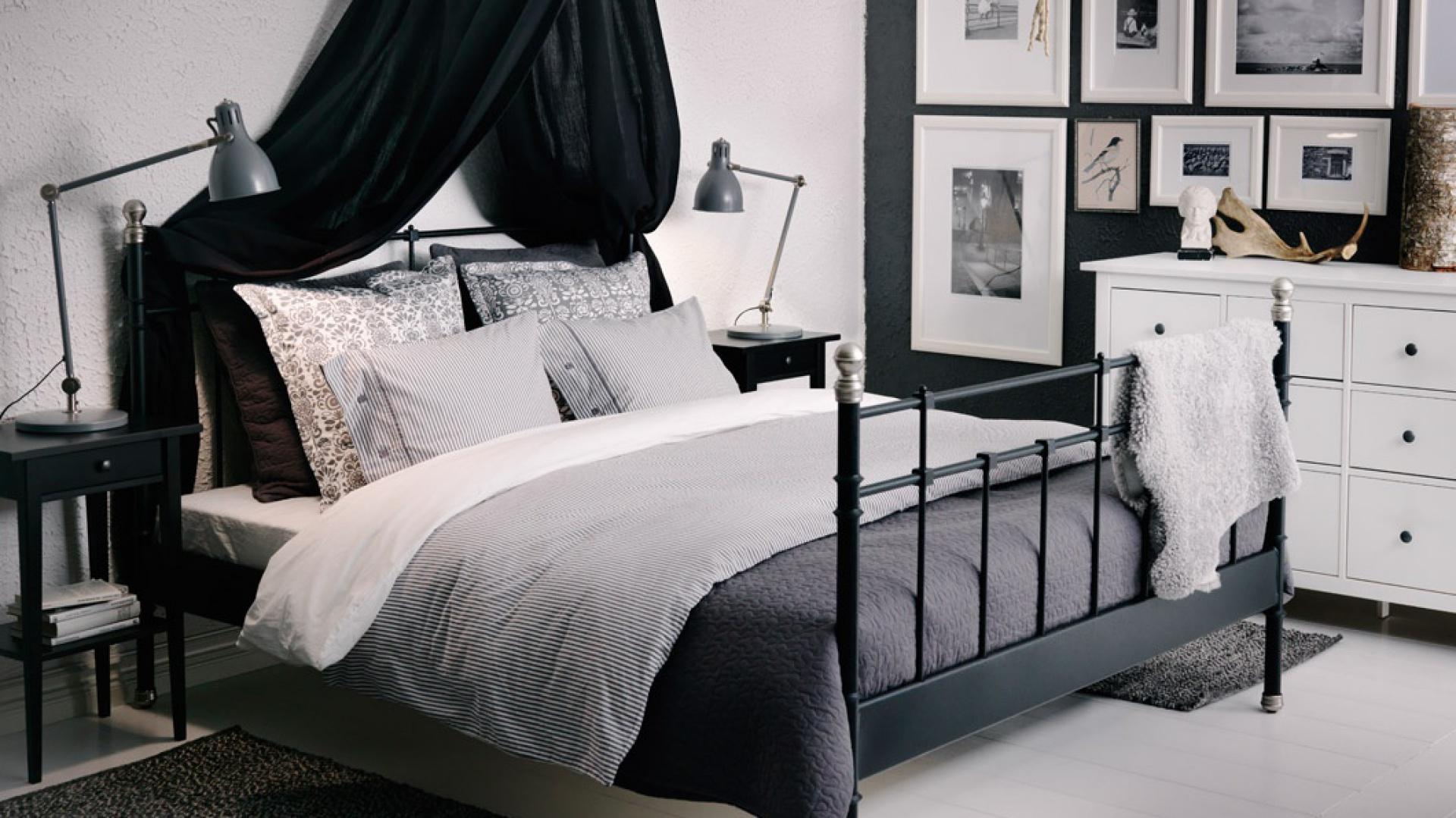 Pomysł Na Dekorację ściany Ramki I Obrazy W Sypialni