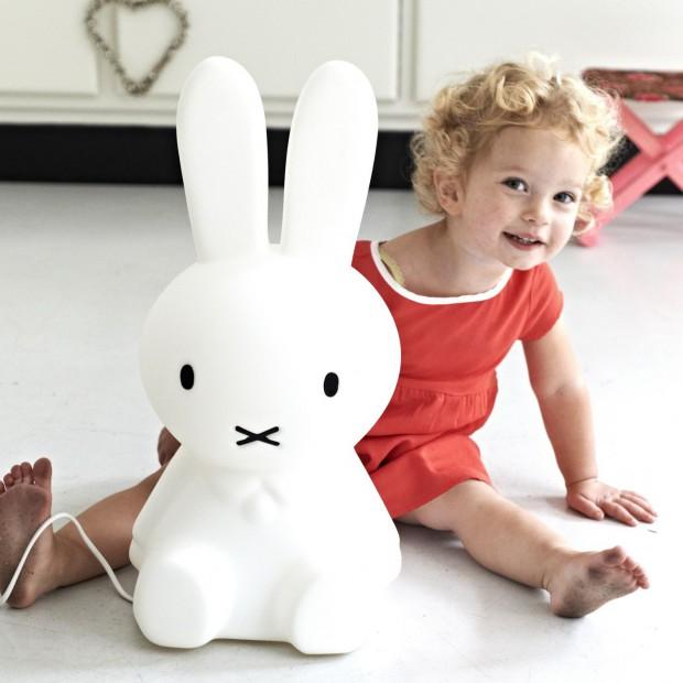 Lampa Miffy: urocze oświetlenie do pokoju dziecka