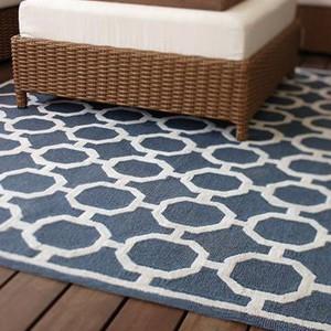 Dywan Espana z charakterystycznym dla hiszpańskiego wzornictwa motywem grillwork. Fot. Home Decorators.