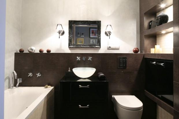Łazienka dla mężczyzny – wanna i kabina na niewielkim metrażu