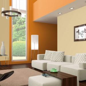 Kolor roku 2014 według marki Dekoral - kremowe boucle, tu w duecie z pomarańczą. Fot. Dekoral.