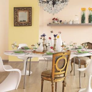 Kremowy, lekko różowy i subtelny odcień na ścianach to  modna propozycja do wnętrza. Fot. Tikkurila.