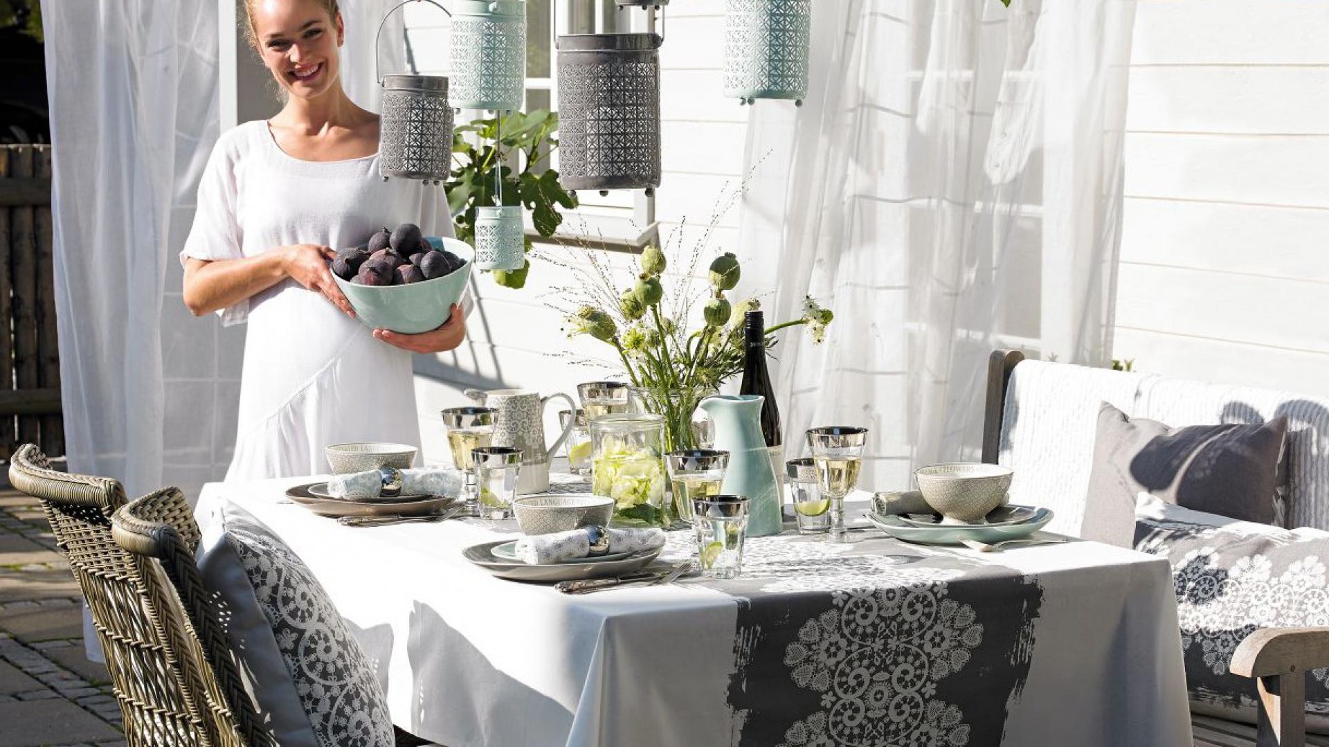 Subtelne kolory i smukłe wzory zastawy stołowej Joyce z najnowszej kolekcji marki Green Gate uczynią każde przyjęcie idealnym. Zdjęcie Green Gate/Wonderhome.pl odnajdziecie także na okładce najnowszego magazynu Dobrze Mieszkaj - już w sprzedaży.