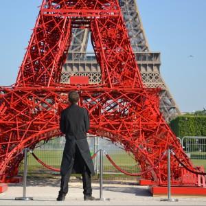 Metalowa konstrukcja Wieży Bistro w pełni przypomina ażurową konstrukcję wykonanego z kutego żelaza oryginału. Fot. Fermob.