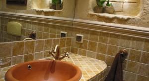 Ręcznie wykonane tynki, staranny dobór materiałów i kolorystyki - właściciele mogą być pewni, że ich łazienka jest jedyna w swoim rodzaju i niepowtarzalna.